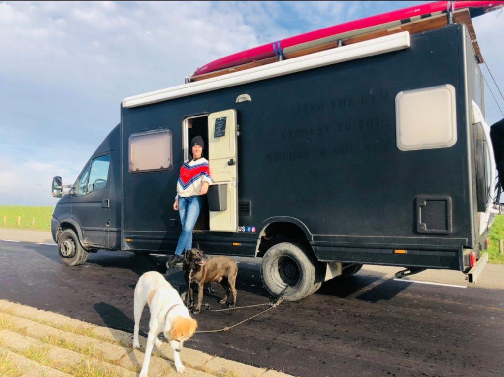 Dutch fulltime vanlifers nomadnessinmybus