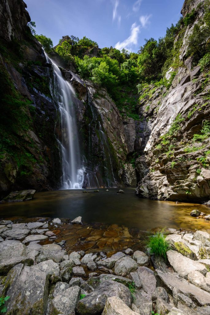 Waterfalls in Spain - Fervenza Toxa cascada en Galicia, España - Beautiful Spanish waterfalls