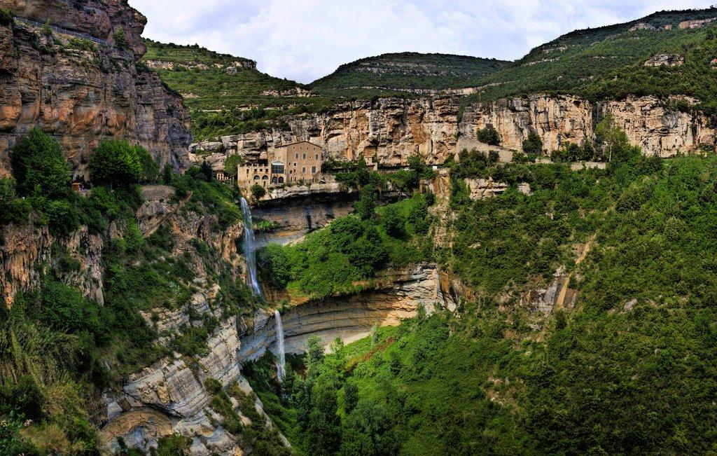 Waterfalls in Spain - Salt de Tenes - Sant Miquel del Fai Barcelona Catalunya